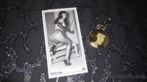 BETTIE PAGE WILD 'N' WILLING WRIST CUFFS 3