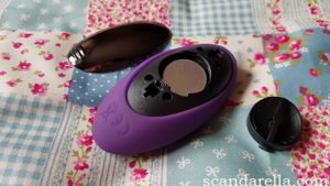 Lovehoney Desire Love Egg Review, image showing the remote control with its back panel and inner cap removed, displaying the cell battery