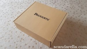 Scandarella's Paloqueth Bondage Set Review, image showing a plain cardboard box with Paloqueth printed on the top in black, on a pale gold background covered with gold foil stars